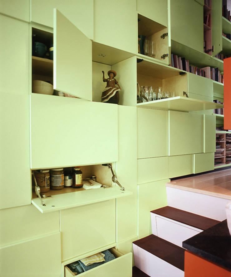 Form Follows Volume cabinet: modern  door Diederik Schneemann , Modern