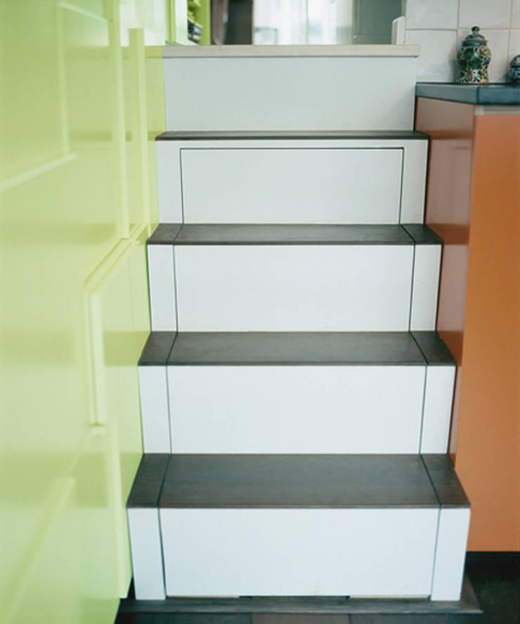 Form Follows Volume cabinet:   door Diederik Schneemann , Minimalistisch