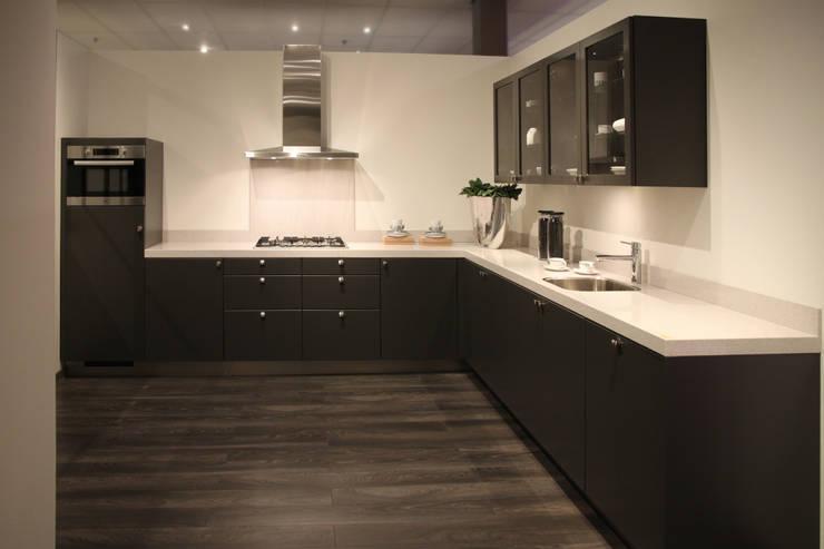Strakke Zwarte Keuken : Ideeën en tips voor het inrichten van zwarte keukens