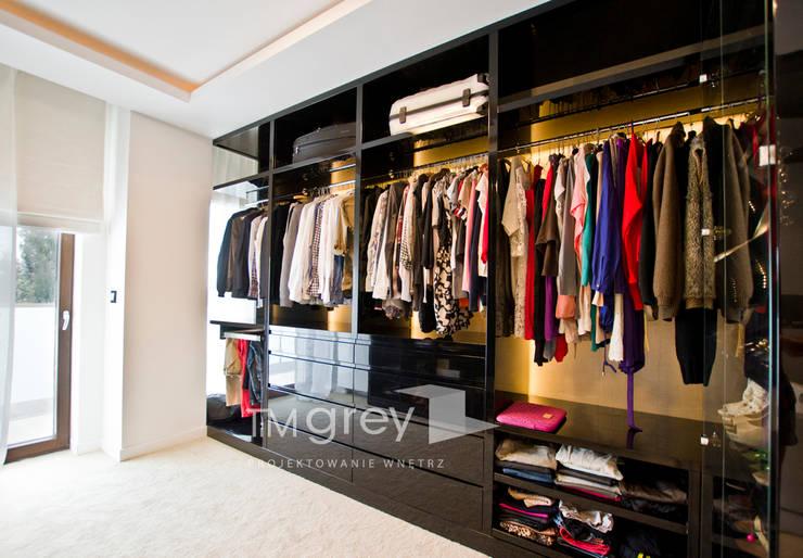 Glamur Apartment 110m2: styl , w kategorii Garderoba zaprojektowany przez TiM Grey Interior Design