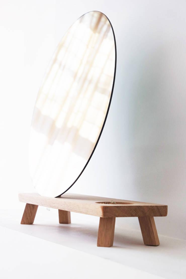 Vanity MINI. mirror:  Slaapkamer door Diederik Schneemann