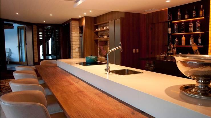 Residência de Praia - Atlântida/RS: Cozinhas modernas por Arquitetura INN