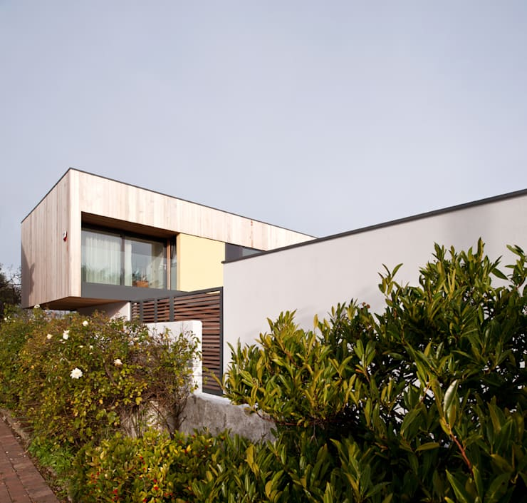 The Smith House:   by John Pardey Architects