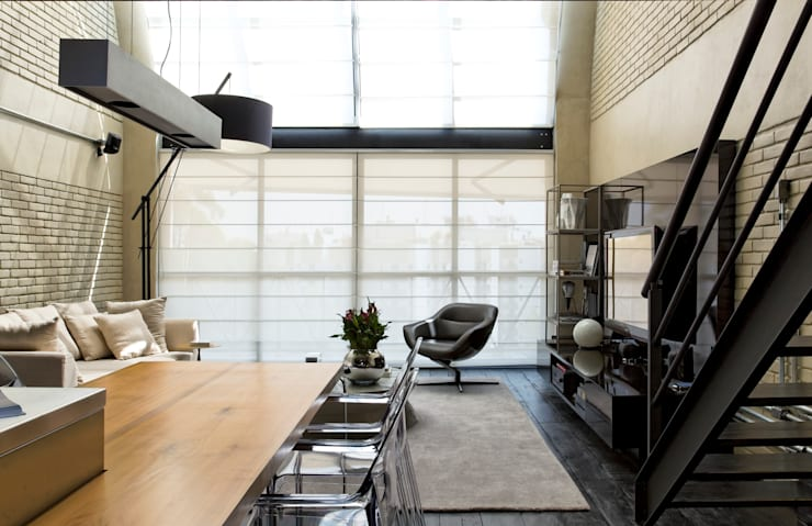 Salas de estilo industrial por DIEGO REVOLLO ARQUITETURA S/S LTDA.