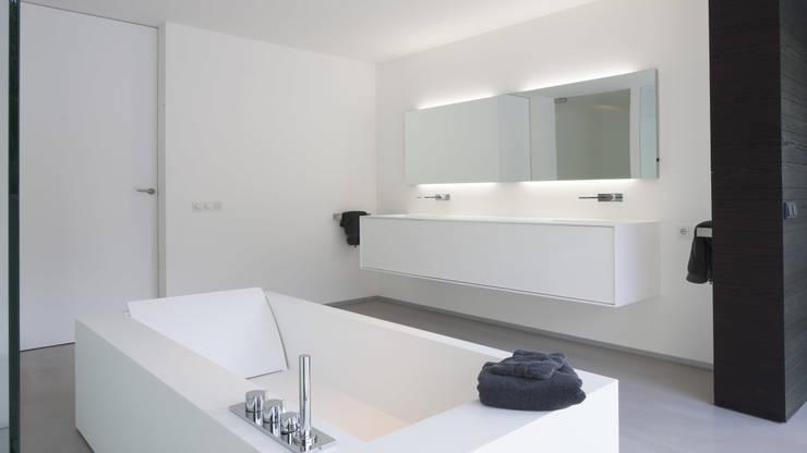 Baños de estilo  por Lab32 architecten