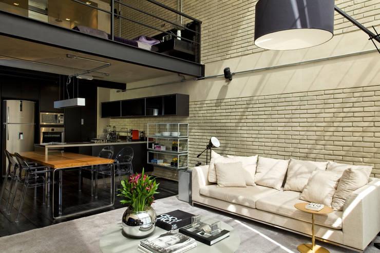 غرفة نوم تنفيذ DIEGO REVOLLO ARQUITETURA S/S LTDA.