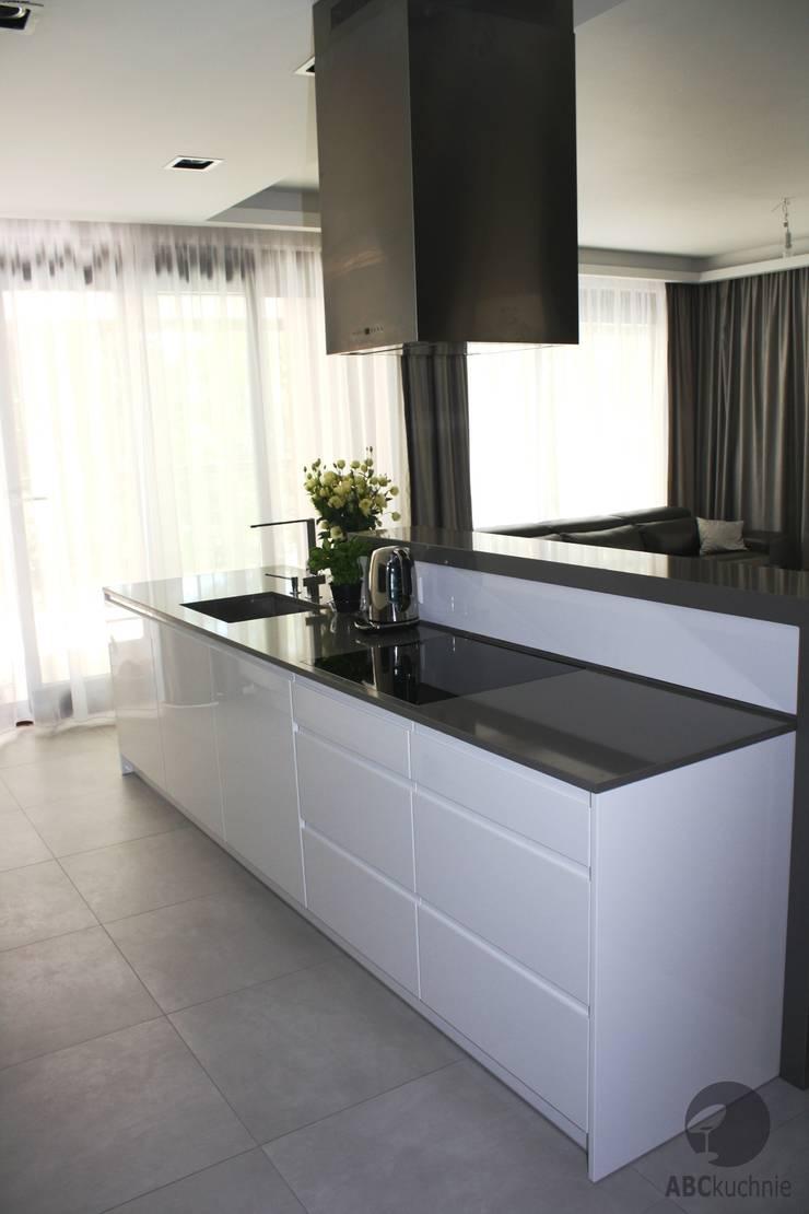Apartament Warszawa Murano I: styl , w kategorii Kuchnia zaprojektowany przez ABC kuchnie