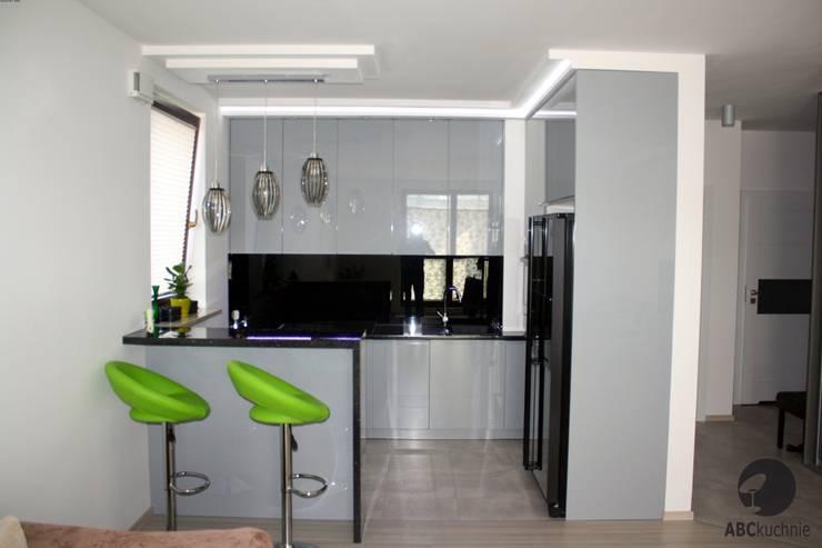 Realizacja Warszawa Sokratesa Marvipol: styl , w kategorii Kuchnia zaprojektowany przez ABC kuchnie