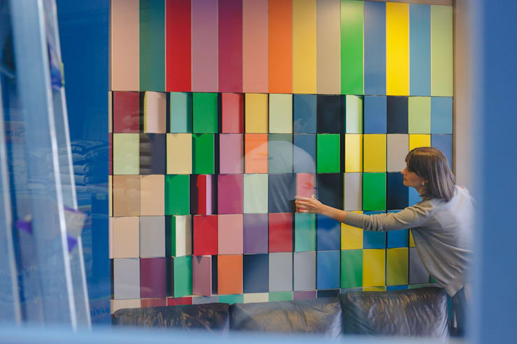 Painel giratório tendências de cores : Lojas e imóveis comerciais  por Casa Habitada ,
