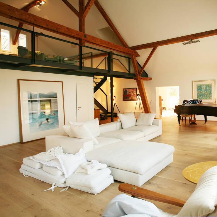 Livings de estilo  por Hans Ritschard Architekten AG