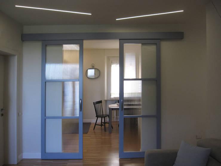 Puertas y ventanas de estilo  por studio radicediuno