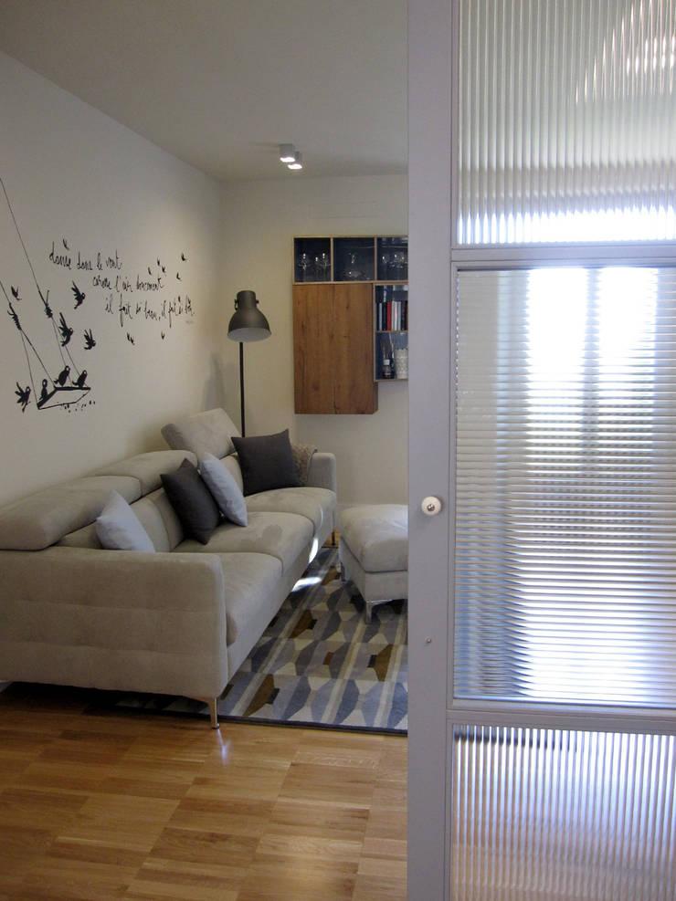 Living room by studio radicediuno , Modern