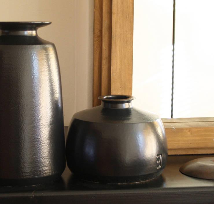 Black Velvet :   door HENRIETTE MEIJER ceramics, Industrieel