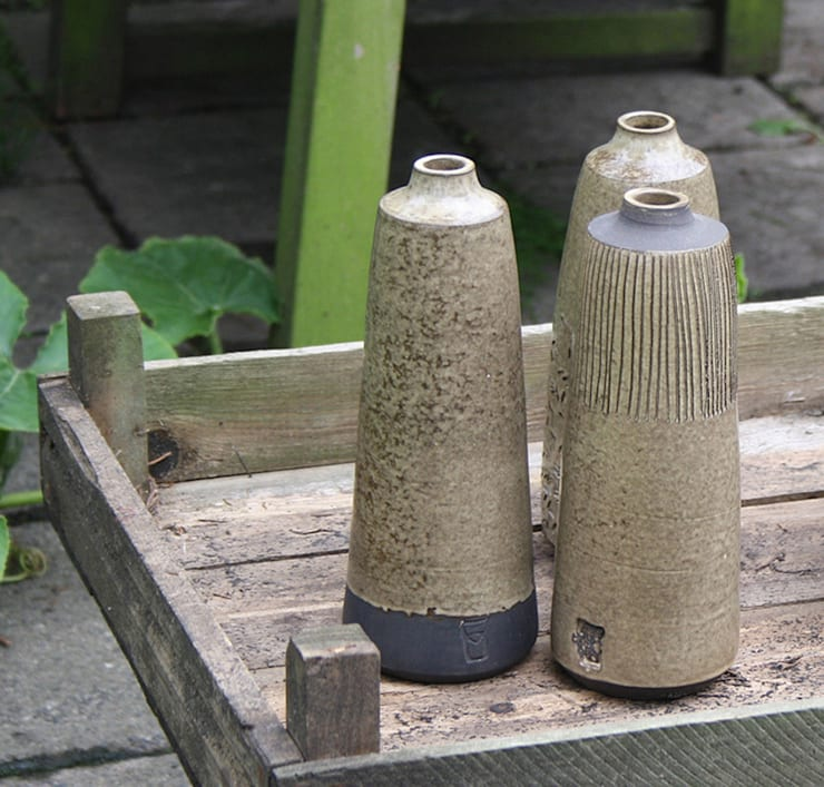 Brown:  Woonkamer door HENRIETTE MEIJER ceramics