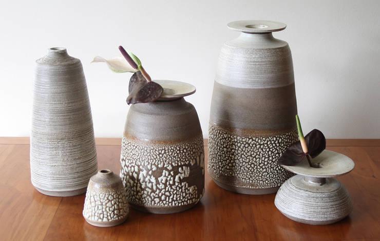Gray:  Woonkamer door HENRIETTE MEIJER ceramics