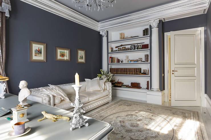 Дом в Песочном: Рабочие кабинеты в . Автор – Privilege Design, Классический