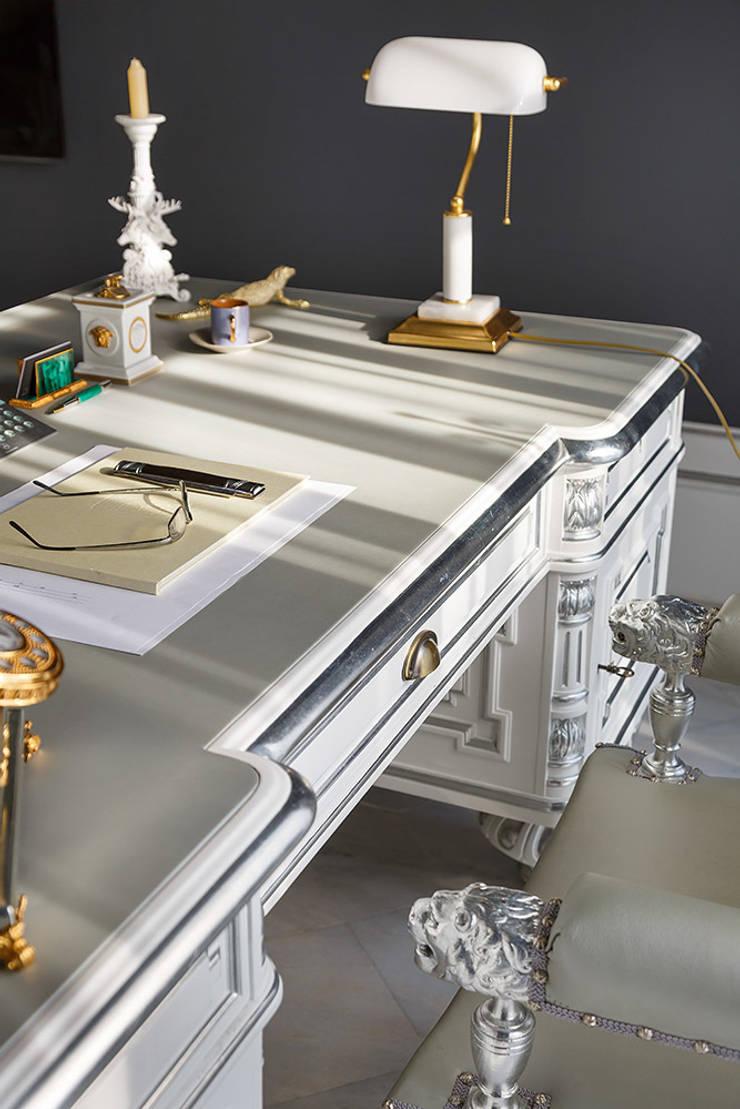 Дом в Песочном: Рабочий кабинет  в . Автор – Privilege Design