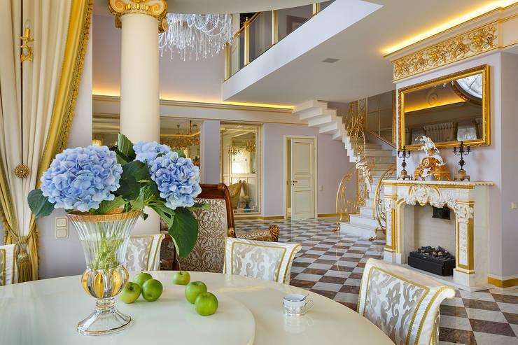 Дом в Песочном: Столовые комнаты в . Автор – Privilege Design, Классический
