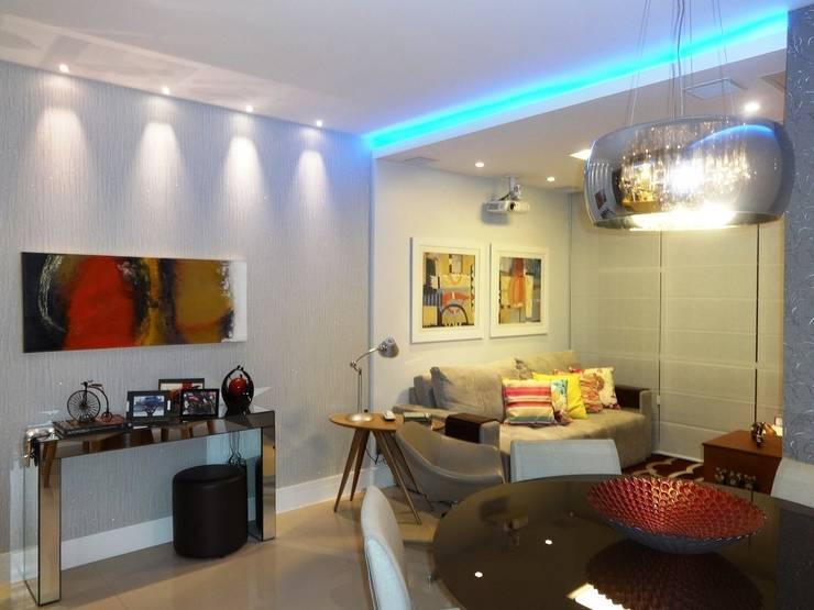 Salas de estilo moderno por Lúcia Vale Interiores