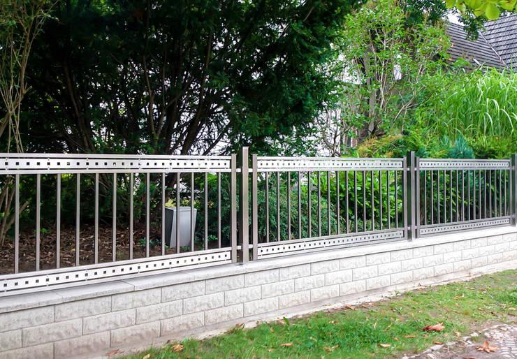 Realizacja  Ogrodzenia 18: styl , w kategorii Ogród zaprojektowany przez Armet