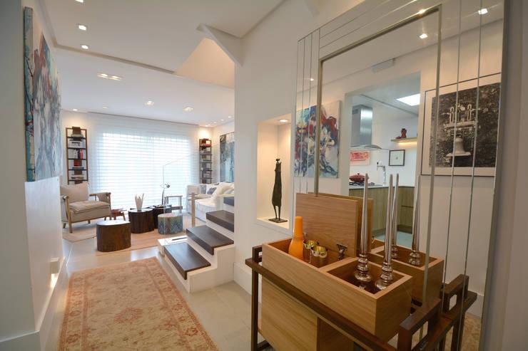 客廳 by Michele Moncks Arquitetura