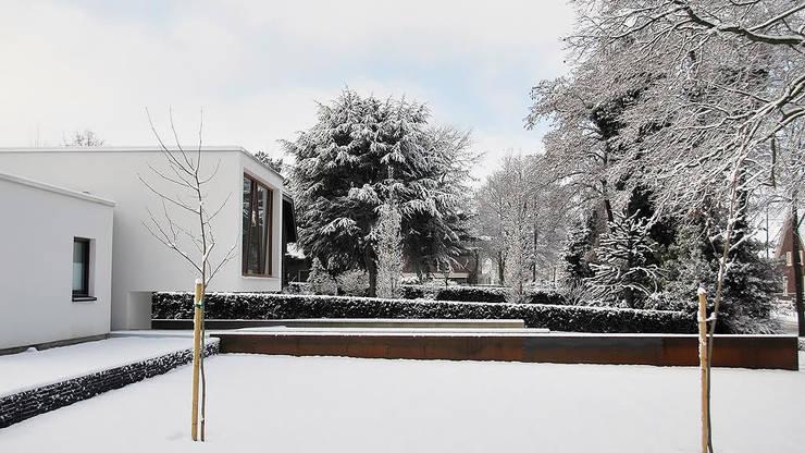 Droomhuis met 'Ambylight':  Huizen door Lab32 architecten, Modern