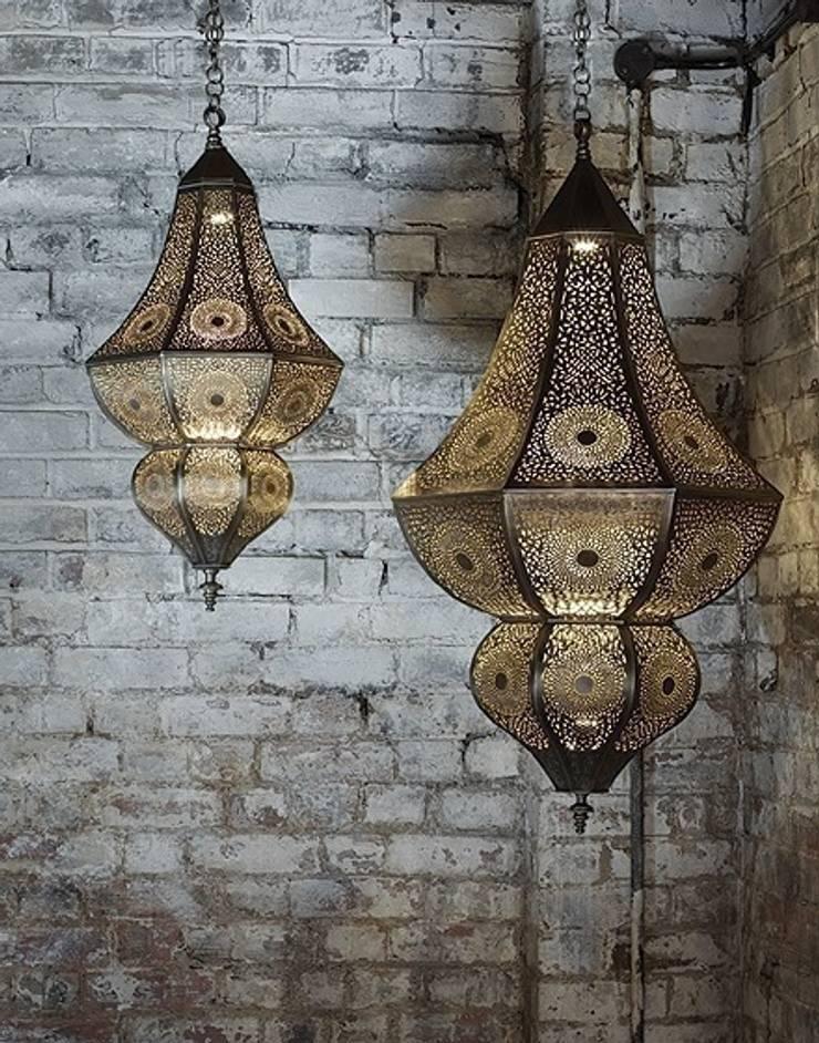 Moroccan Asni Pierced Antique Brass Hanging Lamp de Moroccan Bazaar Mediterráneo
