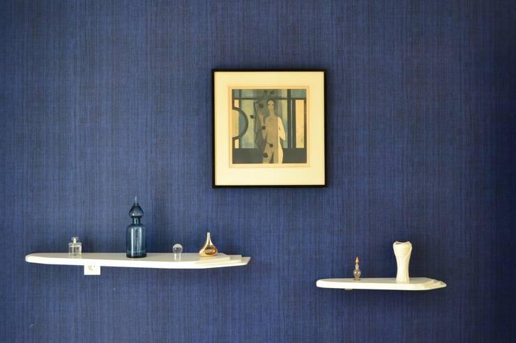 Une chambre épurée: Chambre de style  par IDare D.SIGNS