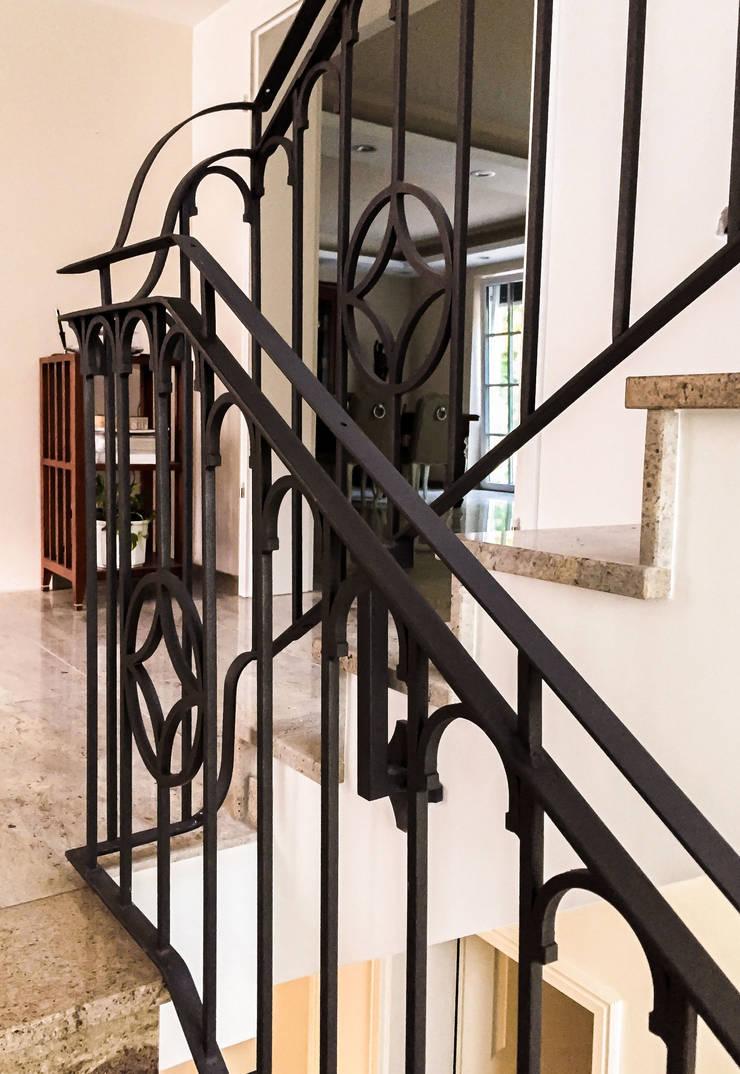Realizacja Balustrady 2: styl , w kategorii Korytarz, hol i schody zaprojektowany przez Armet