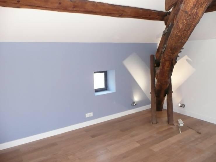 Détail sur une chambre: Chambre de style  par AGENCE D'ARCHITECTURE BRAYER-HUGON