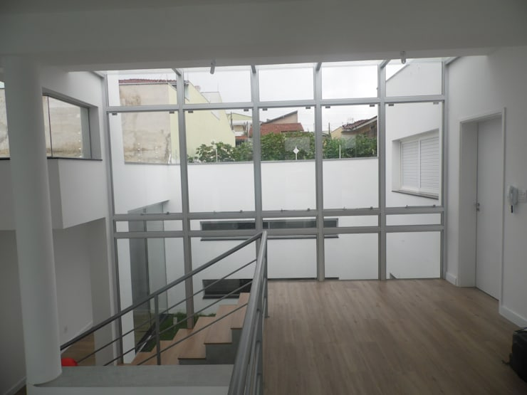 Casa Rua Romildo Morelli: Corredores e halls de entrada  por Sérgio Machado Arquitetura,Moderno