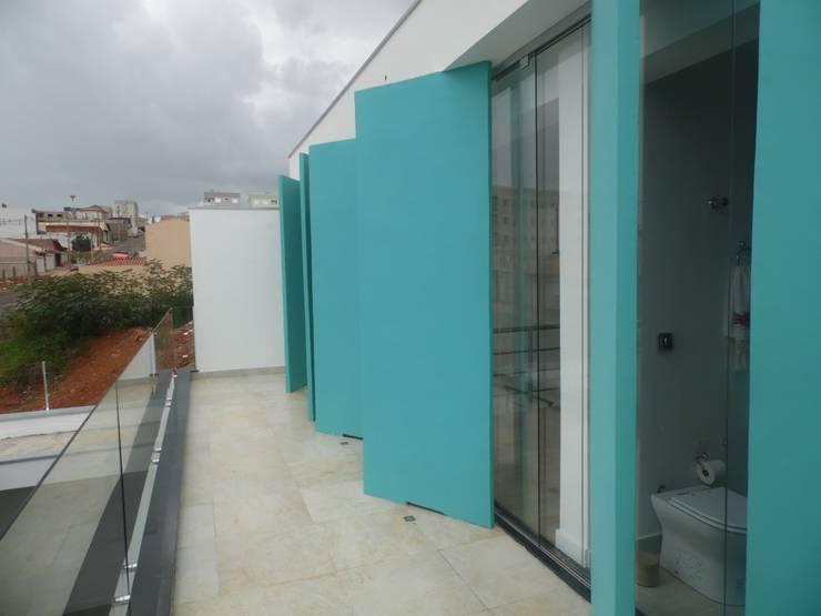 Casa Rua Romildo Morelli: Terraços  por Sérgio Machado Arquitetura,Moderno