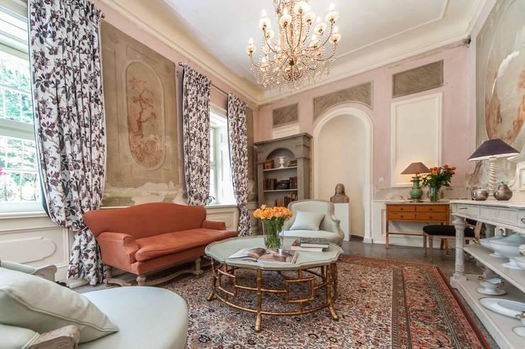 Meble : styl , w kategorii Salon zaprojektowany przez Maison de Rome INTERIOR DSIGN,Klasyczny