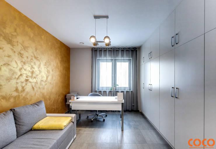 Dom w szarościach: styl , w kategorii Domowe biuro i gabinet zaprojektowany przez COCO Pracownia projektowania wnętrz