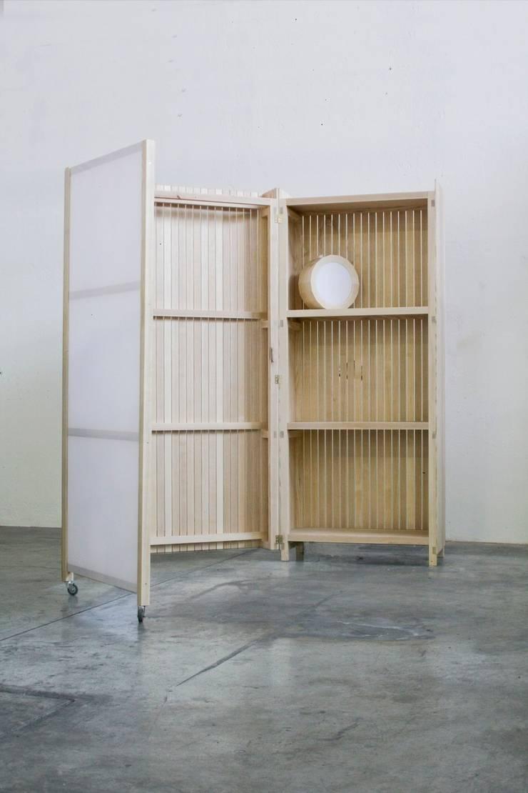 Closet Space // werkruimte:  Studeerkamer/kantoor door Studio Rene Siebum