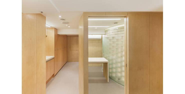 Clinics by 제이에이치와이 건축사사무소