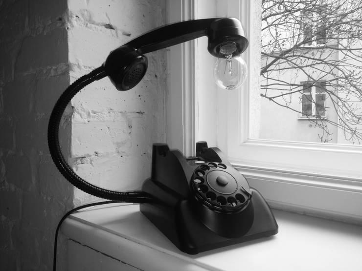 teleLAMPAfon - bLACK Chevy 62': styl , w kategorii Domowe biuro i gabinet zaprojektowany przez RefreszDizajn