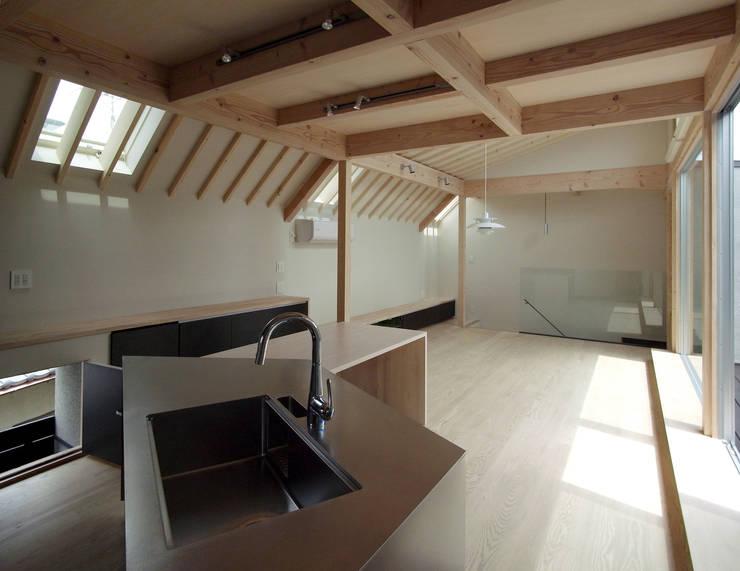 FOLD: 充総合計画 一級建築士事務所が手掛けたキッチンです。