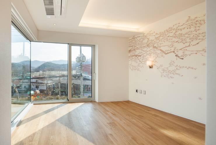 내곡동 천경재: 제이에이치와이 건축사사무소의  침실