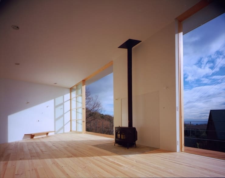 目神山の家 - House of Megamiyama: 林泰介建築研究所が手掛けたリビングです。