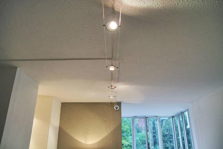 Home Staging: Soggiorno in stile in stile Moderno di Vanessa Boccia Interior Design
