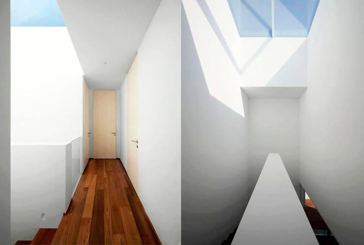 Casa LP: Pareti in stile  di Studio Gerosa