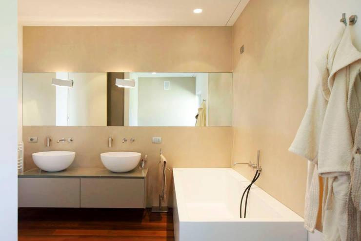 Casa LP: Bagno in stile  di Studio Gerosa