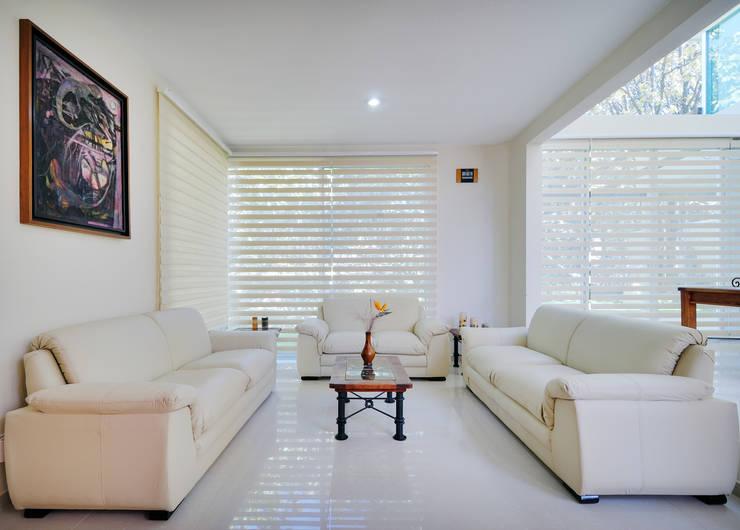 Phòng khách by Excelencia en Diseño