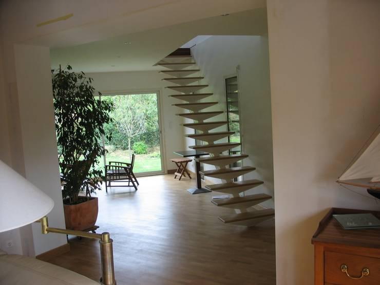 Extension Maison à Sucé-Sur-Erdre: Salon de style  par SERAIN-LOUKAKOU ARCHITECTEURS