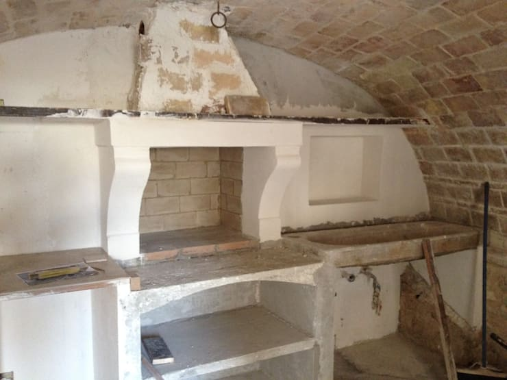 Il grezzo: Cucina in stile in stile Mediterraneo di Creazionedatmosfere