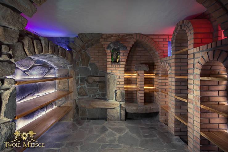 Piwniczka na wino i nalewki: styl , w kategorii Piwnica win zaprojektowany przez Twoje Miejsce