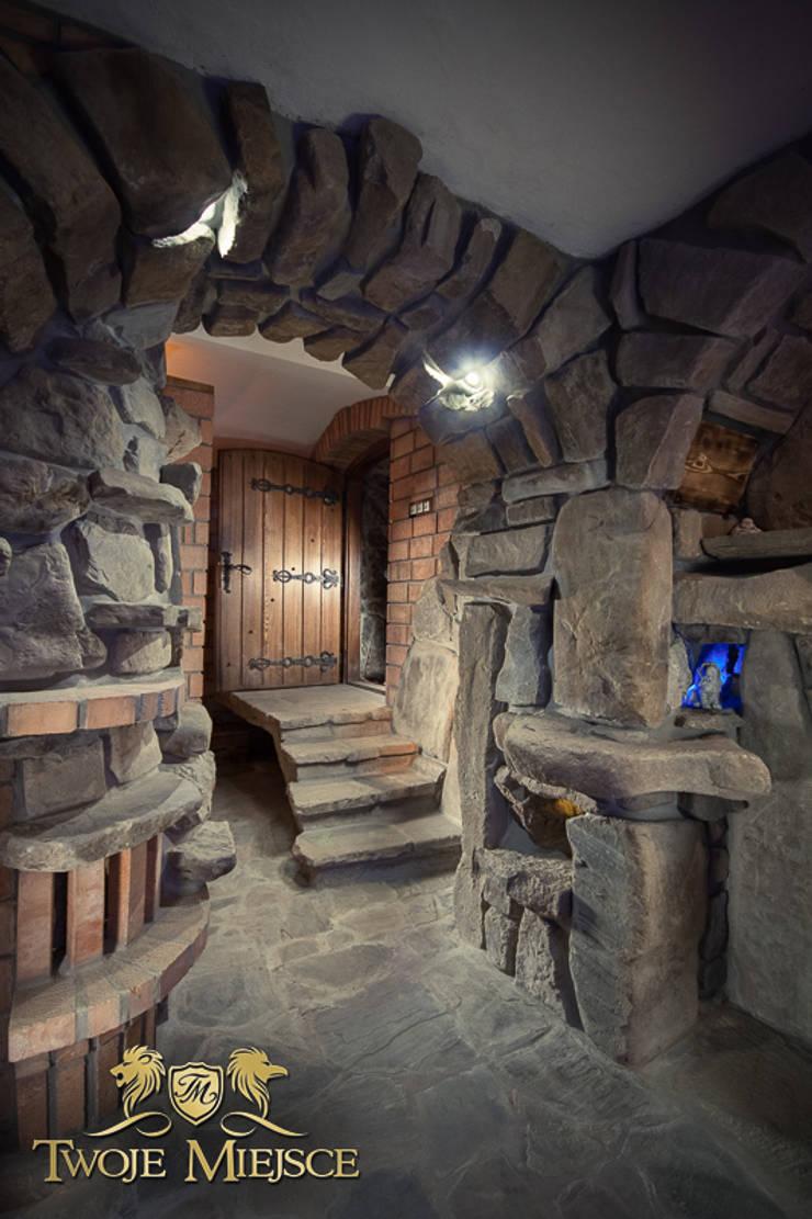 Wejście, Drzwi, Schody, Piwnica Win i Nalewek: styl , w kategorii Piwnica win zaprojektowany przez Twoje Miejsce