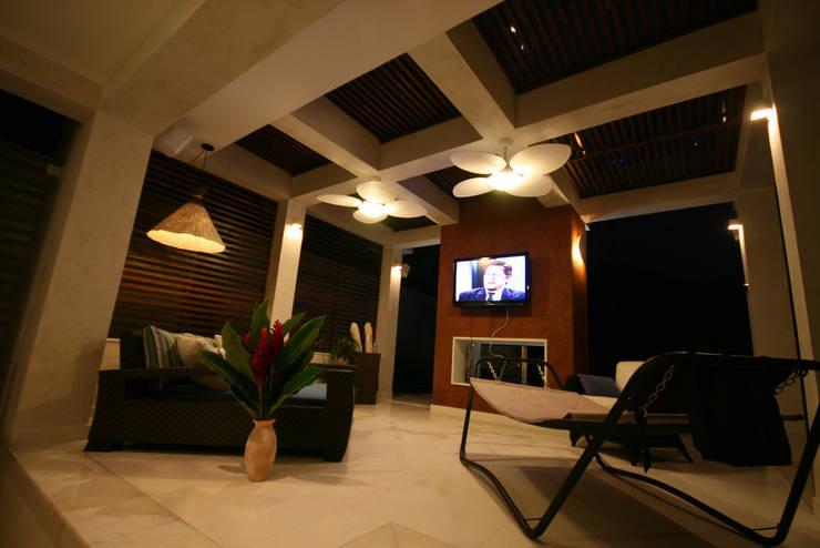Terrace by FJ Novaes Light Projects