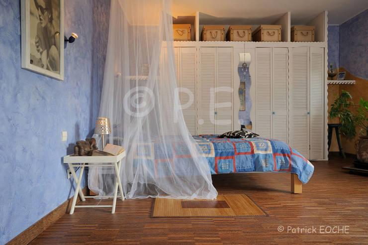décoration, intérieur, mise en scène, ambiance: Chambre de style  par patrick eoche Photographie d'architecture